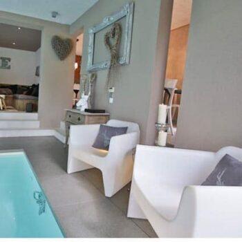 designer-pool-spa-ausstattung-gartenmöbel-pflegeleicht-exklusiv-qui-est-paul-translation-sessel