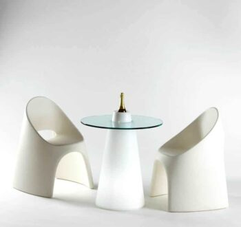 gastro-design-stuehle-amelie-slide-italien-peak-tisch-beleuchtet