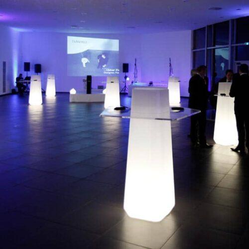Qui-est-Paul GARDEN PARTY LIGHT Bartisch Indoor/Outdoor