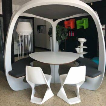 qui-est-paul-pergolha-weiss-sliced-chair-exklusive-terrassen-hotel-objekt-moebel