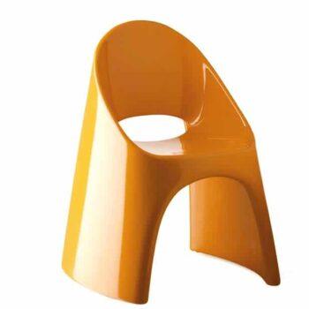 slide-amelie-designer-stuhl-outdoor-indoor-stapelbar-orange-lack