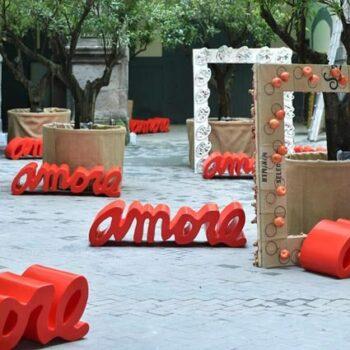 slide-amore-design-bank-schrift-shop-moebel-deko-pos-moebel
