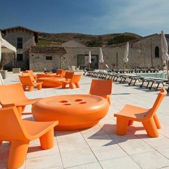 slide-objekt-hotel-ausstattung-outdoor-kunststoff-design-lowlita