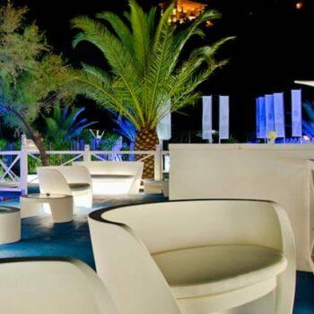 slide-rap-sofa-beleuchtet-outdoor-exklusive-gartenmoebel-objekt-hotel