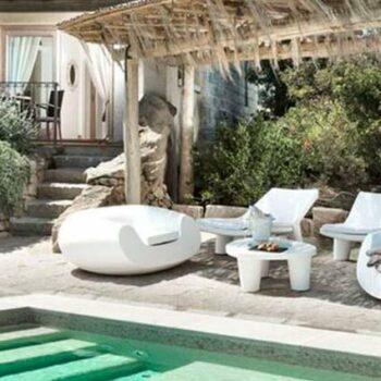 exklusive-terrassen-pool-hotel-moebel-slide-chubby-social-distanciiing-mobiliar
