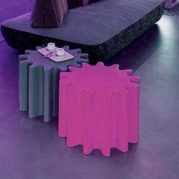 designer-sitz-wuerfel-alternative-zahnrad-ablage-messe-sitzmoebel-design