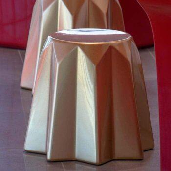 objekt-design-moebel-slide-pandora-kuchen-form-lackiert