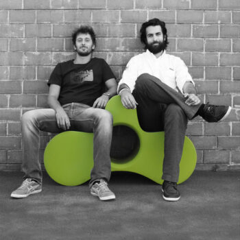 slide-designer-studio-pang-wheely-multifunktions-moebel-gartenbank-ablage-tisch