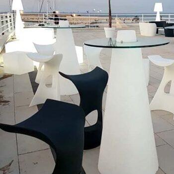 slide-lounge-bar-gastronomie-event-objekt-design-moebel-in-outdoor-beleuchtet