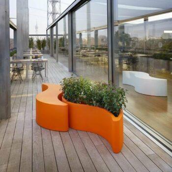 slide-wave-pot-pflanzgefaess-sitzbank-wellenform-design-orange-1