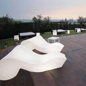 designer-sonnenliege-liege-kunststoff-beleuchtet-slide-rococo