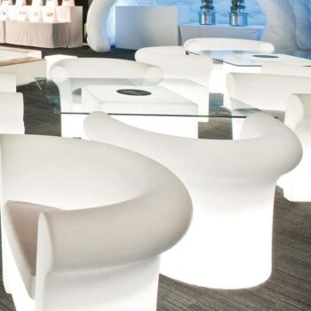 slide-design-kalla-sessel-beleuchtet