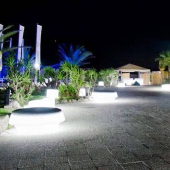 slide-design-lounge-moebel-beleuchtet-gio-pouf-2