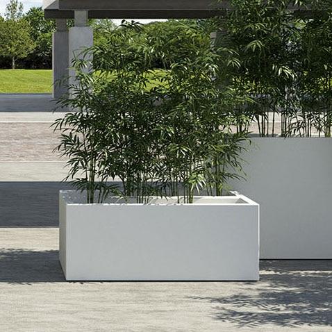 gro e pflanzgef e in klaren linien quadratisch rechteckig. Black Bedroom Furniture Sets. Home Design Ideas