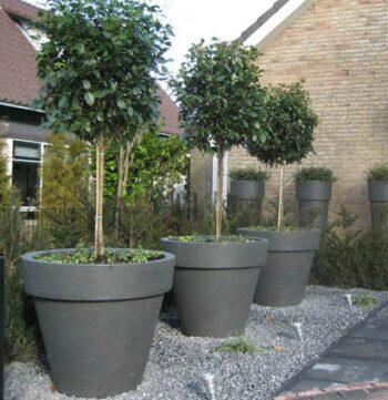 extra-grosses-xxl-pflanzgefaess-kunststoff-outdoor-anthrazit-schwarz-weiss-oeffentlich-staedtische-begruenung-gartenschau-topfform