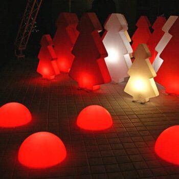 beleuchtete-halbkugel-in-outdoor-slide-mezzo-globo-leucht-halbkugel-farbe
