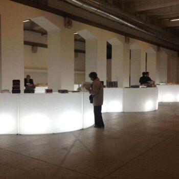 beleuchtete-infotheke-designer-leuchttheke-beleuchtete-bar-theke-slide-snack-buffet-3