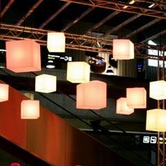 beleuchtete-wuerfel-haengeleuchten-haengelampe-pendelleuchte-slide-design-cubo-hanging-6