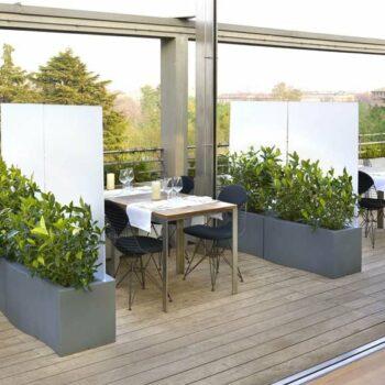 slide-prive-design-buero-raumteiler-in-outdoor-pflanzgefaess