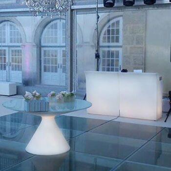 design-interieur-objekt-in-outdoor-beleuchtet-slide-bar-break-line-tisch-ed