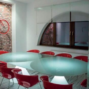 exklusiver-beleuchteter-glas-tisch-slide-design-ed-2