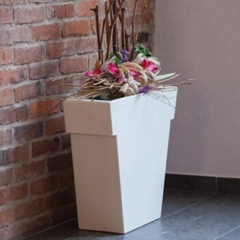 extra-schmales-designer-pflanzgefaess-slide-il-vaso-lackiert-74-140-cm-h