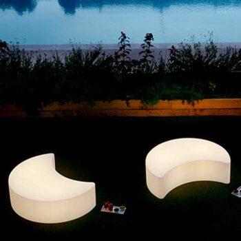 beleuchtete-gartenmoebel-objekt-design-sitzbank-pouf-beleuchtet-slide-moon-italy-22