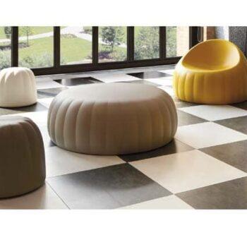 praxis-wartebereich-design-moebel-slide-italy-gelee-pouf-2