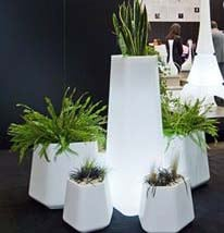 qui-est-paul-rock-garden-designer-pflanzgefaess-beleuchtet-kb