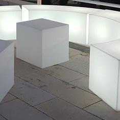 sitzwuerfel-outdoor-slide-cubo-pe-kunststoff-design-moebel