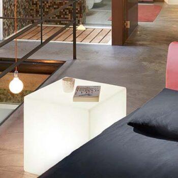 slide-cubo-leuchtwuerfel-wuerfel-kubus-beleuchtet-in-outdoor-50-cm