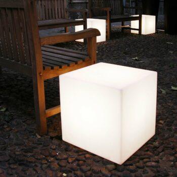 slide-cubo-wuerfel-beleuchtet-sitzwuerfel