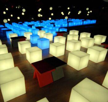 slide-design-cube-sitzwuerfel-weiss-blau