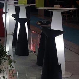 slide-design-hopla-tisch-rund-beleuchtet