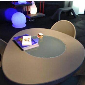 slide-designer-tisch-coccode-glastisch-in-outdoor-1