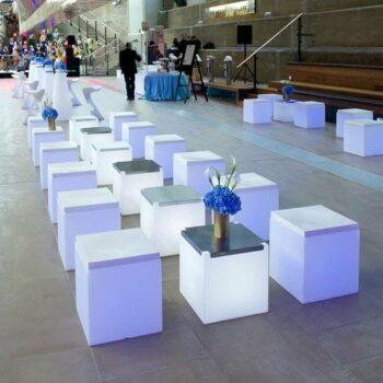 slide-event-moebel-beleuchtet-messe-show-soft-cube-inox-design