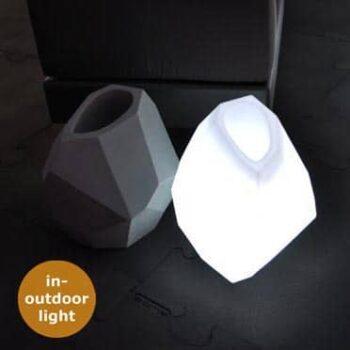 slide-secret-design-pflanzgefaess-beleuchtet-il