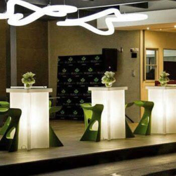 slide-x2-exklusive-barmoebel-steh-tisch-bar-beleuchtet-in-outdoor