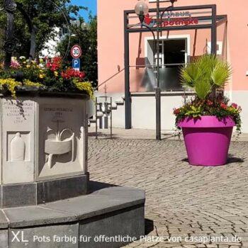 xl-blumenkuebel-gross-oeffentliche-stadt-kommune-farbig