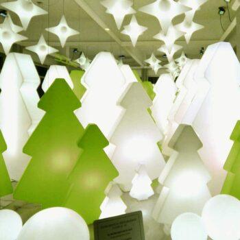 grosser-weihnachts-tannen-christ-baum-xxl-kunststoff-beleuchtet-bis-200-cm-slide-lightree