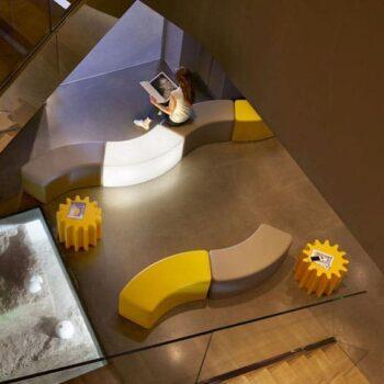 objekt-design-moebel-ablage-gear-sitzmodule-snake-slide-design-italien