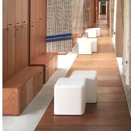 sitzwuerfel-in-outdoor-slide-soft-cubo-weiss-objekt-design-moebel