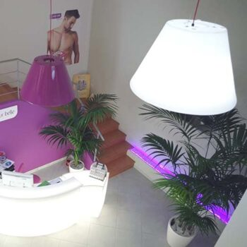 slide-shop-beleuchtung-bln-pendelleuchte-lack-lila
