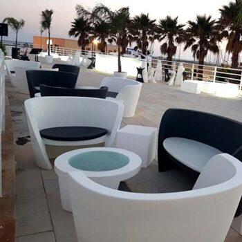 slide-moebel-in-outdoor-beleuchtet-rap-sofa-gastronomie-objekt-design