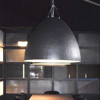 slide-plume-design-pendelleuchte-gross-xl-haengelampe-objekt-gastronomie-beleuchtung