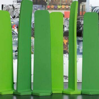 xl-raumteiler-sichtschutz-module-stelen-pe-kunststoff-in-outdoor-gradient-by-plust-italy