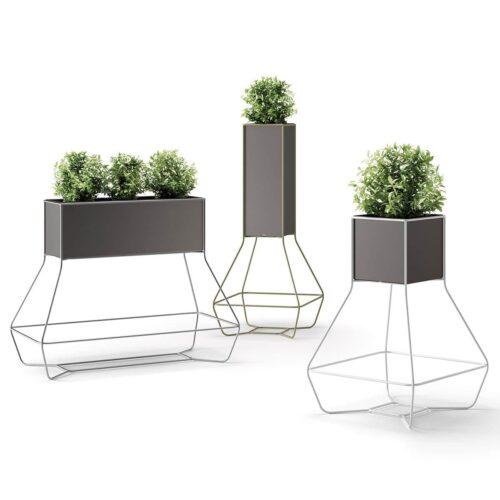 PLUST HALFUL Vase/Pflanzgefäß auf Metallstruktur 3 Größen In-Outdoor