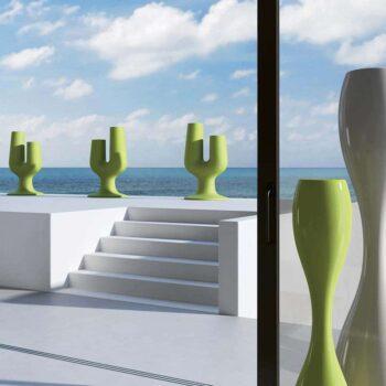 exklusive-objekt-design-pflanzgefaesse-plust-cactus-gruen