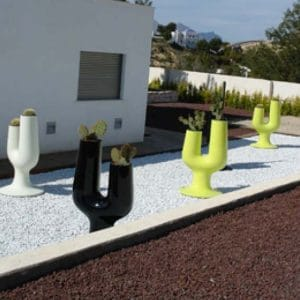 plust-exklusives-design-pflanzgefaess-cactus-farben