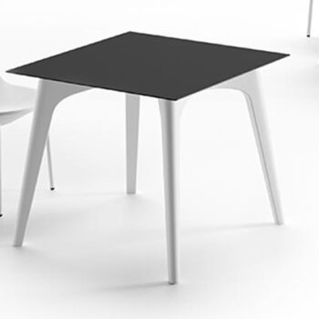 plust-planet-table-exklusiver-objekt-tisch-in-outdoor